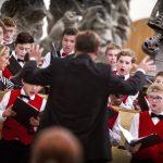 RECENZE: Temná liturgie a sousoší v hudebním hávu
